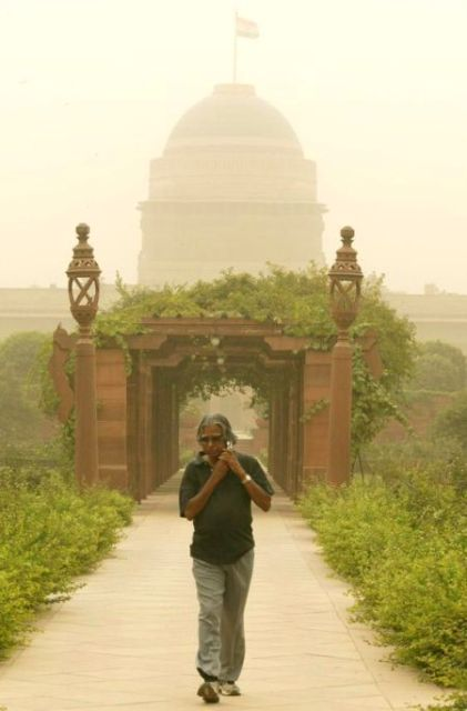 A. P. J. Abdul Kalam walking at Rashtrapati Bhavan