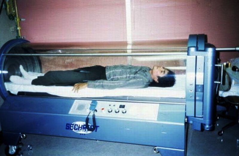 Michael Jackson Lying In His Oxygen Chamber