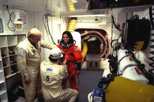 kalpana-chawla-inside-the-space-shuttle