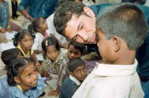 Sachin Tendulkar Interacting With Children