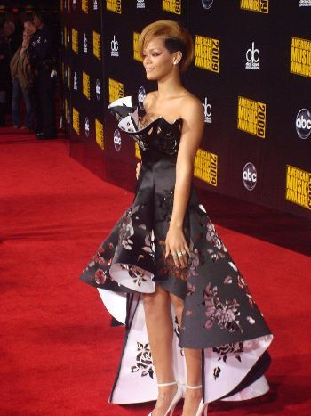 Rihanna AMA 2009 Red carpet