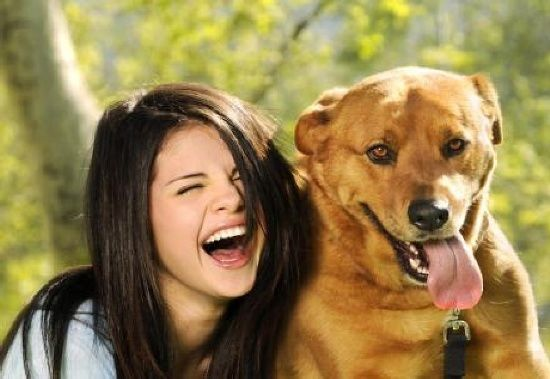 selena gomez and dog