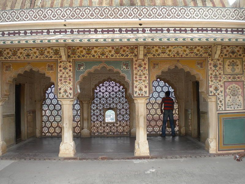 800px-Amber_Fort_-_Marble_Screens_above_Ganesh_Pol-compressed