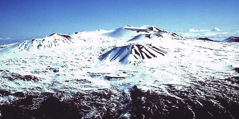 Mauna_Kea_Summit_in_Winter-compressed