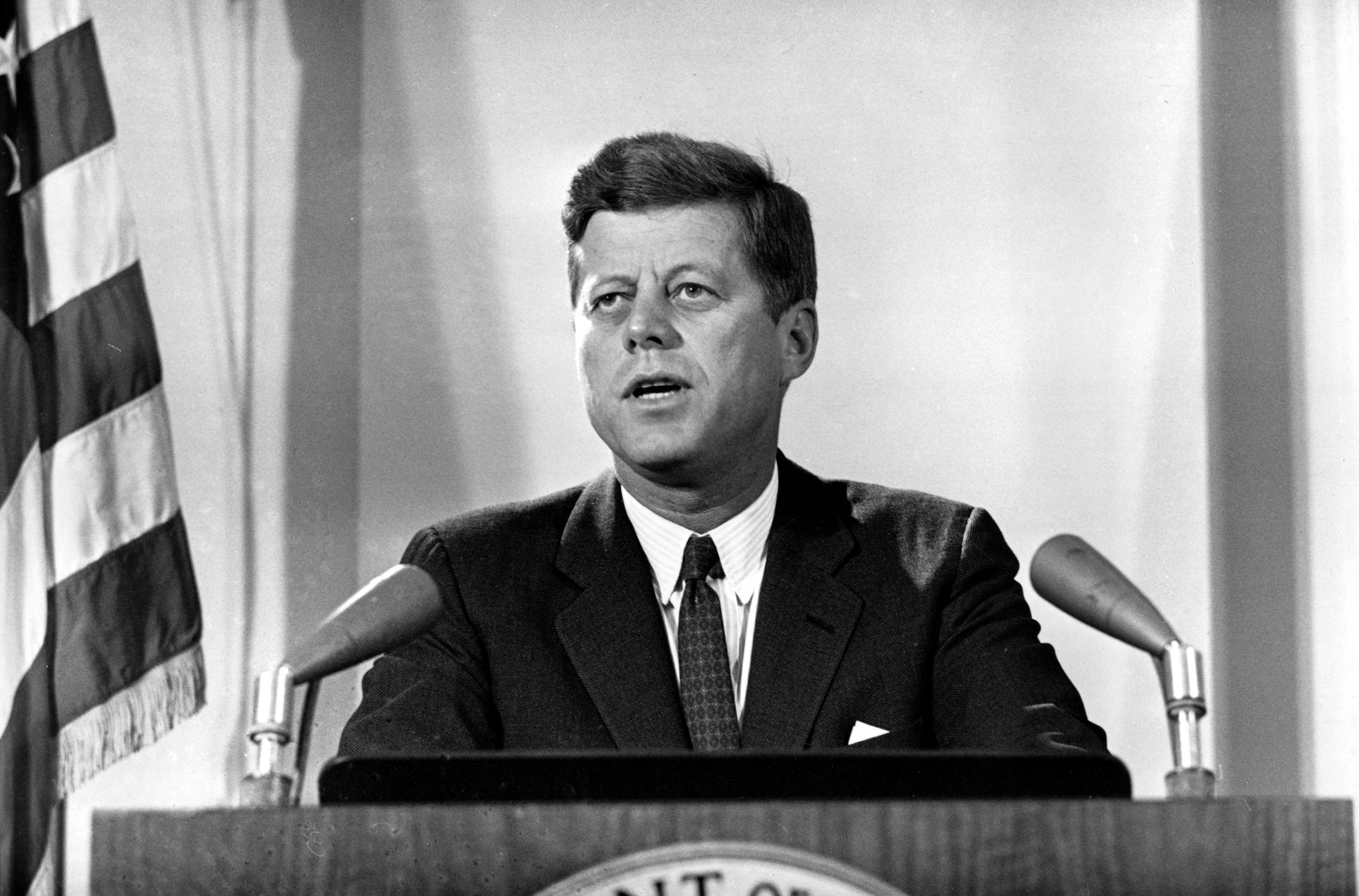 jfk_cuban_missile_crisis_ap_0-compressed