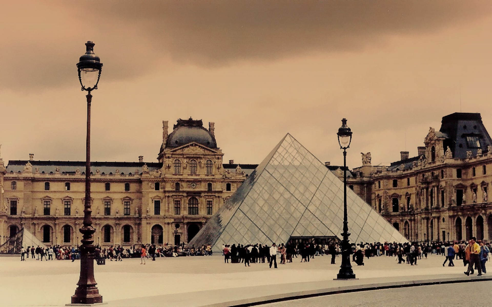 louvre cover