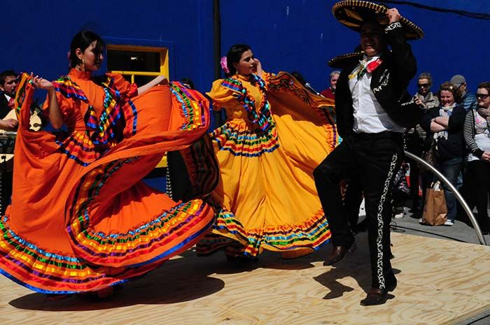 mexican-dancers-compressed