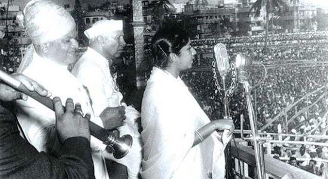 lata-mangeshkar-singing-aye-mere-watan-ke-logo