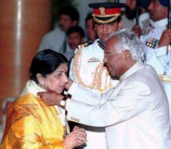 lata-mangeshkar-with-bharat-ratna