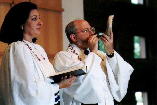 yom-kippur-white-attire