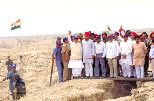 atal-bihari-vajpayee-at-pokhran-test