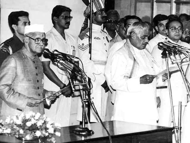atal-bihari-vajpayee-taking-oath-of-prime-minister-in-1996
