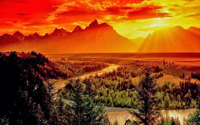 Sunrise overlooks the Snake River and Grand Teton Mountain