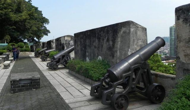 Monte Fort Boundaries equipped with Canons