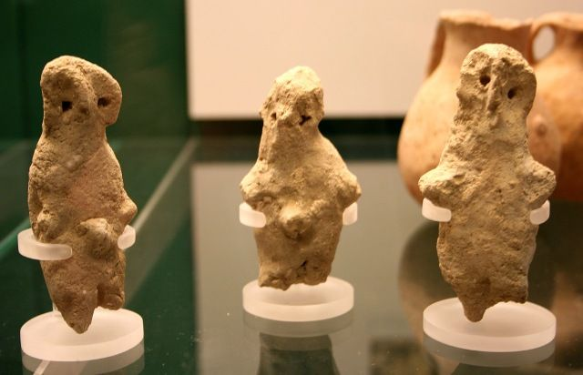 Clay human figurines 3300BC old in British Museum, London