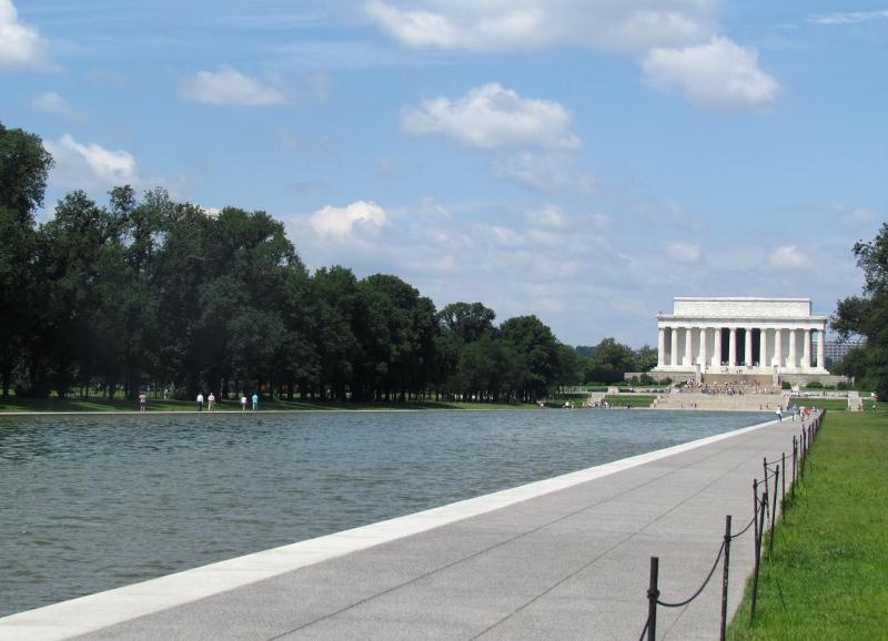 Reflecting pool near Lincoln Memorial