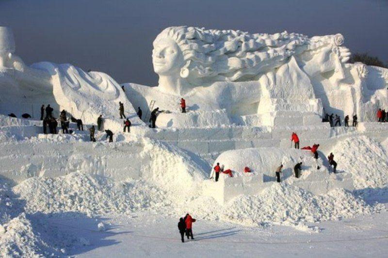Romantic Feelings Sculptor At Harbin Ice Festival