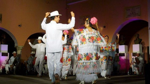 People performing Jarana dance