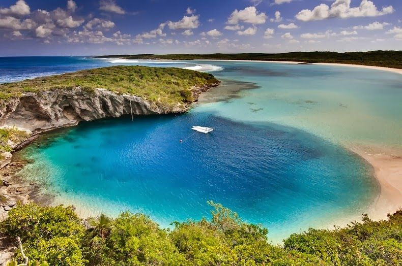 Dean's Blue Hole near the coast