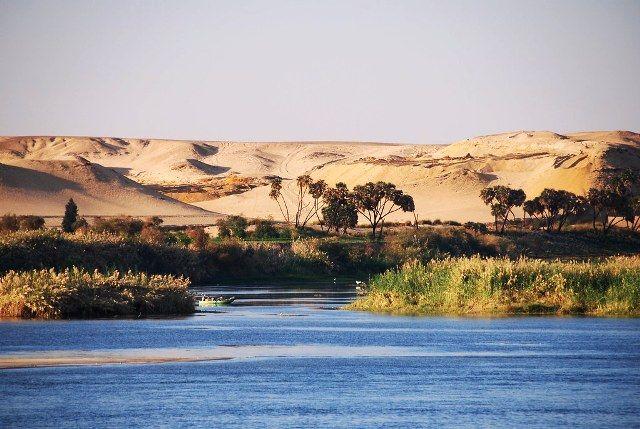 Nile river crosses the Sahara desert